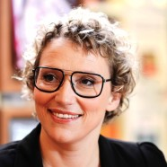 Julia Westlake, Fernsehmoderatorin