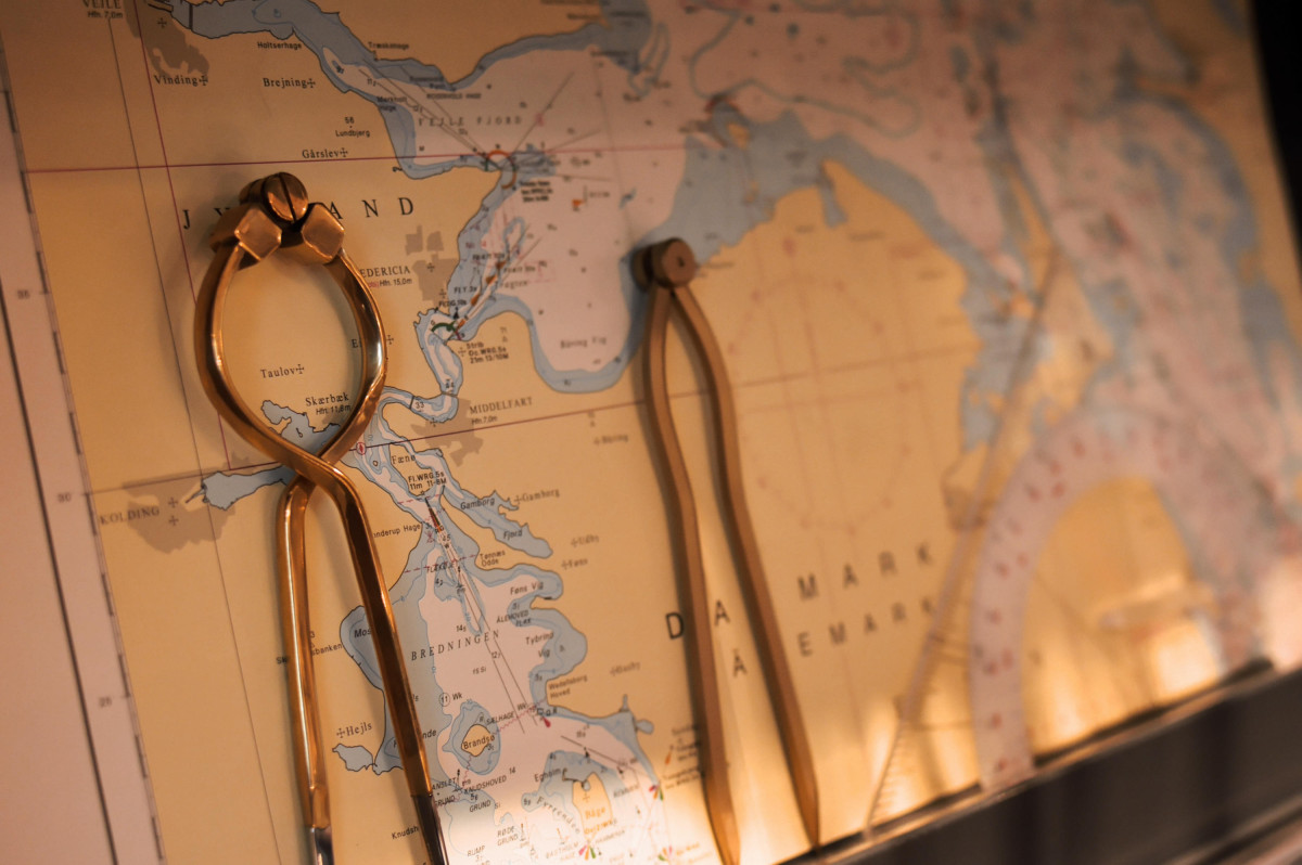 Seekarte mit Zirkel