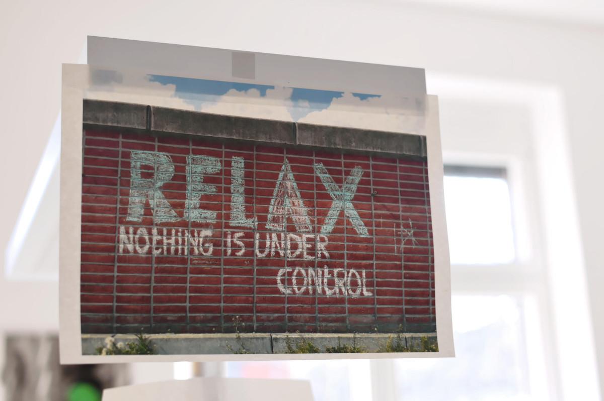 "Zettel ""Nothing is under control"""