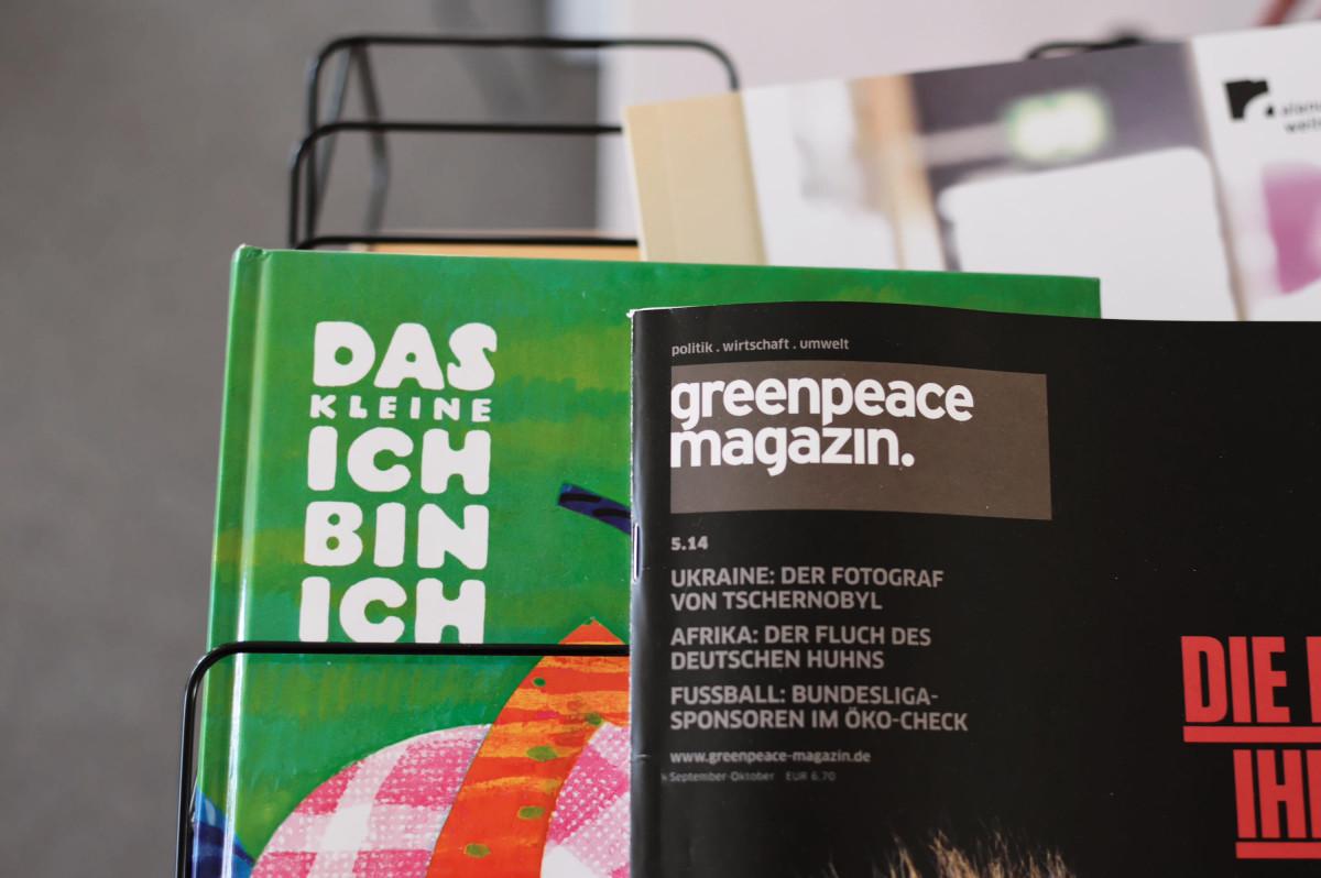 Zeitschriftenregal