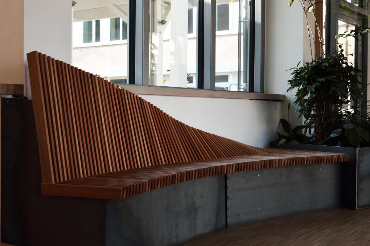 Eine Holzbank