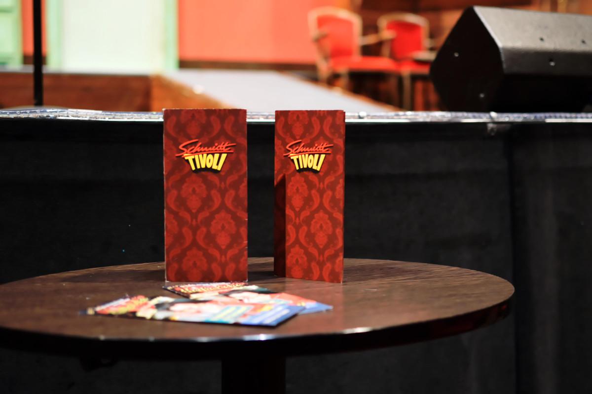 Tische in Schmidts Tivoli