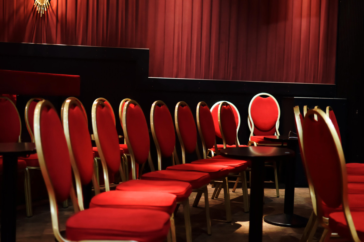 Stühle in Schmidts Tivoli