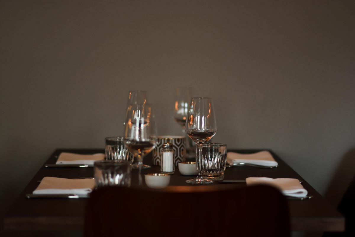 Tisch im Trific