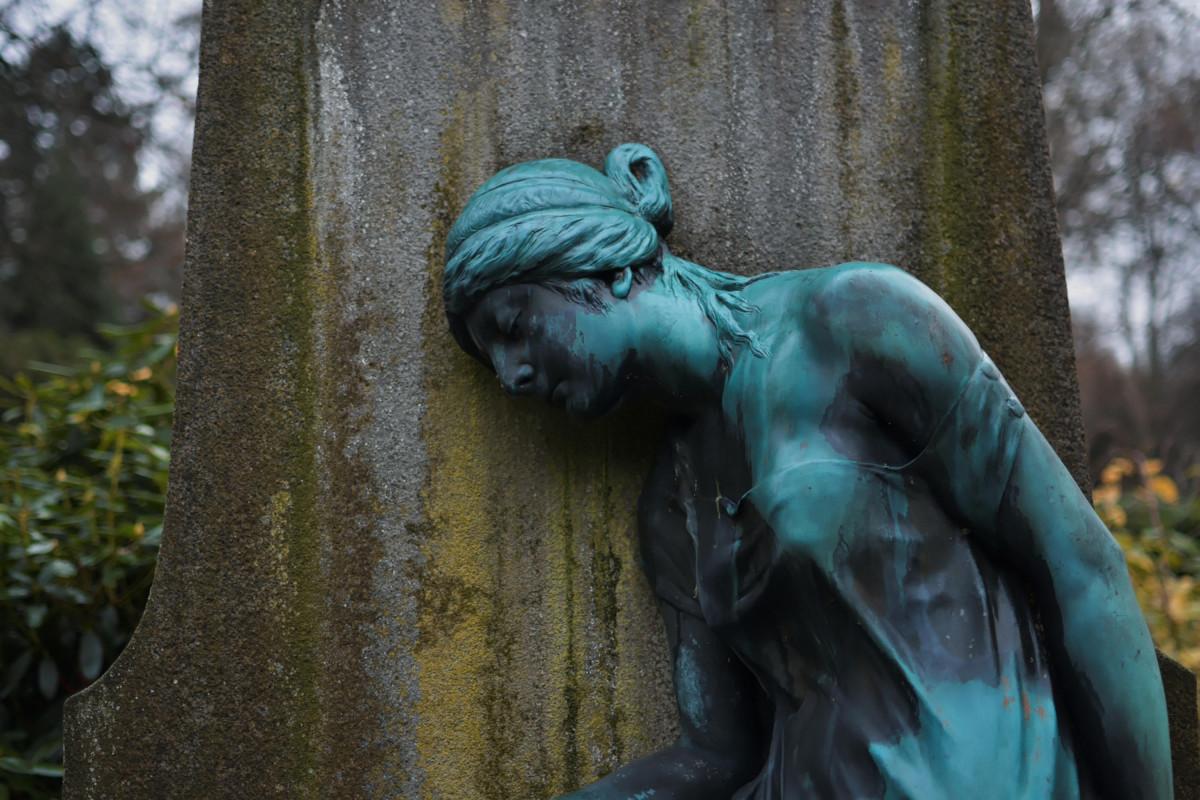 Eine Skulptur auf dem Friedhof