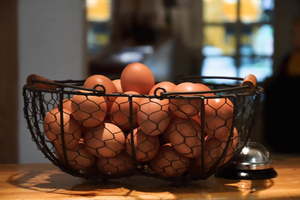 Ein Korb mit Eiern